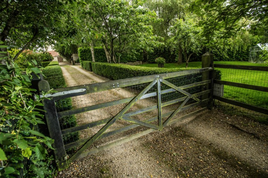 wooden 5 bar electric driveway gate installers