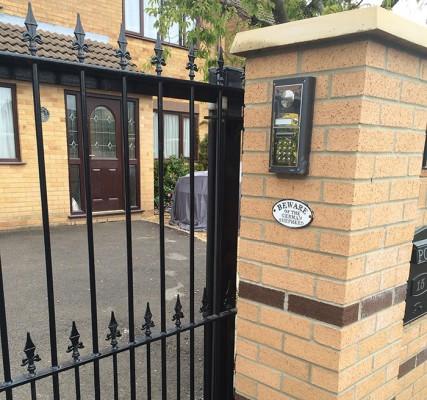 Automatic-Gate-Steel-decorative-straight-top-Westbury-3