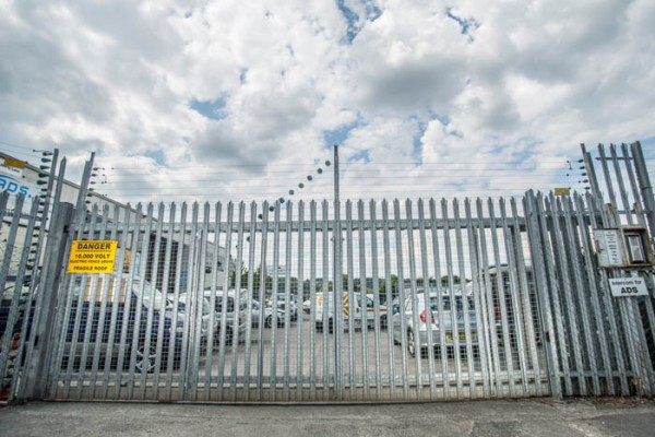 Aluminium metal commercial swing gate installers