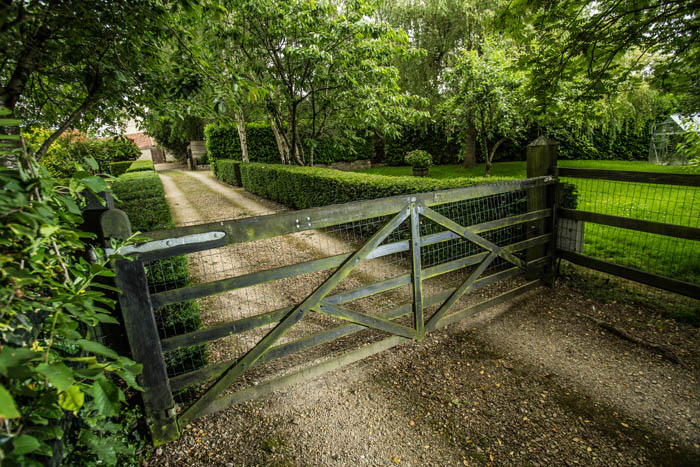 automate an existing wooden driveway gate company in Bristol