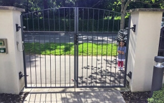 Commercial vertical bar swinging automated gate