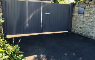 swinging flat top domestic automated wooden gates