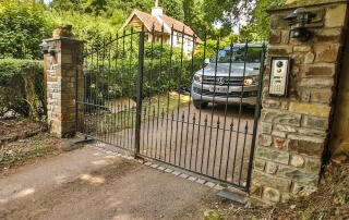 automated electric steel swinging arch top metal gates with finials and dog bars