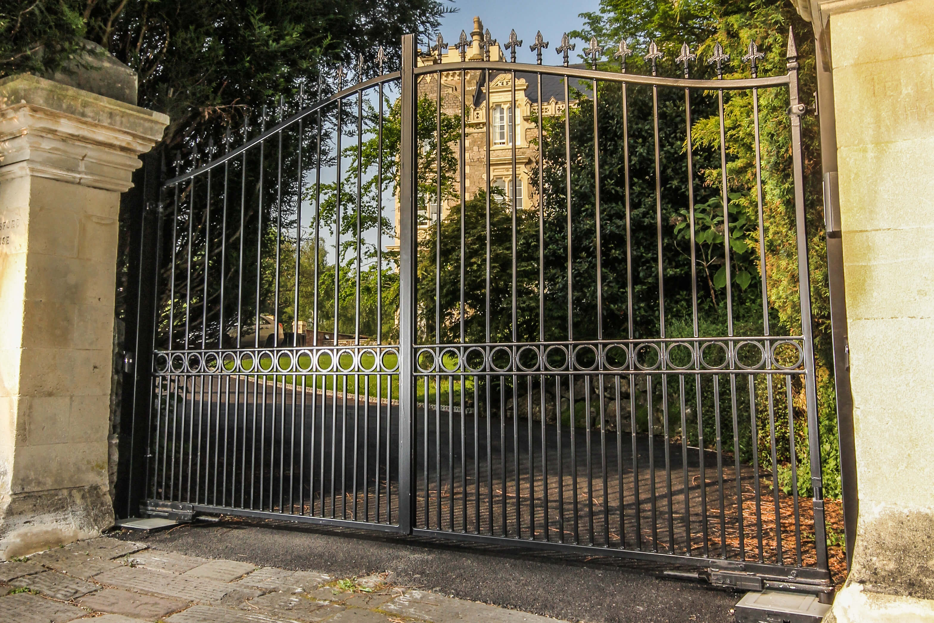 Steel powder coated swinging bell top gate with finials and dog bars